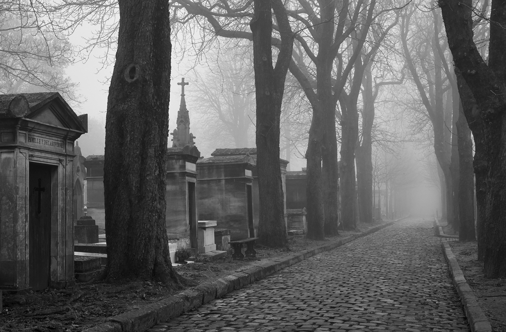 Flaneries au Père-Lachaise, photographs by Louis Gaillard of the most visited cemetery in Paris, exhibited from 10 - 15 December at Studio Galerie B&B.